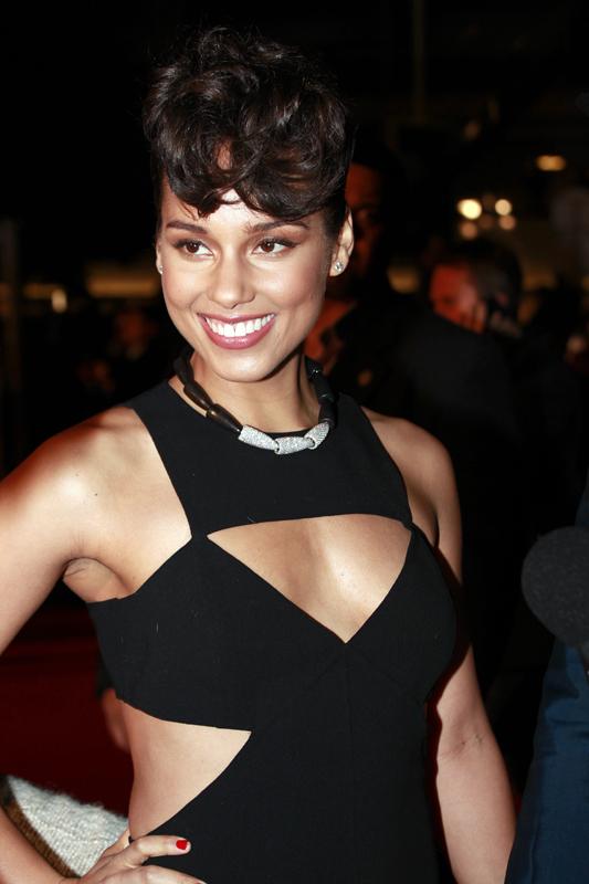 actress alicia keys smiles - photo #28